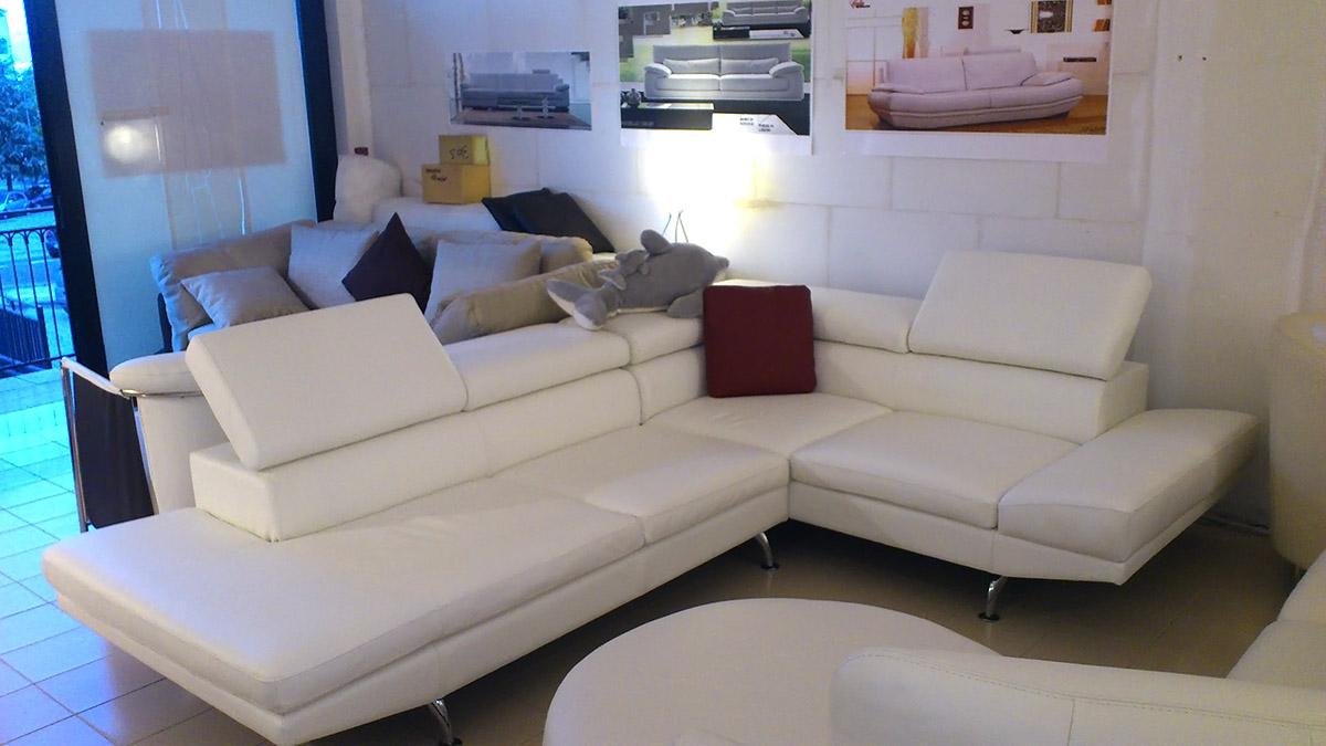 Salotti e divani in offerta nel altamura - Divano bianco in pelle ...