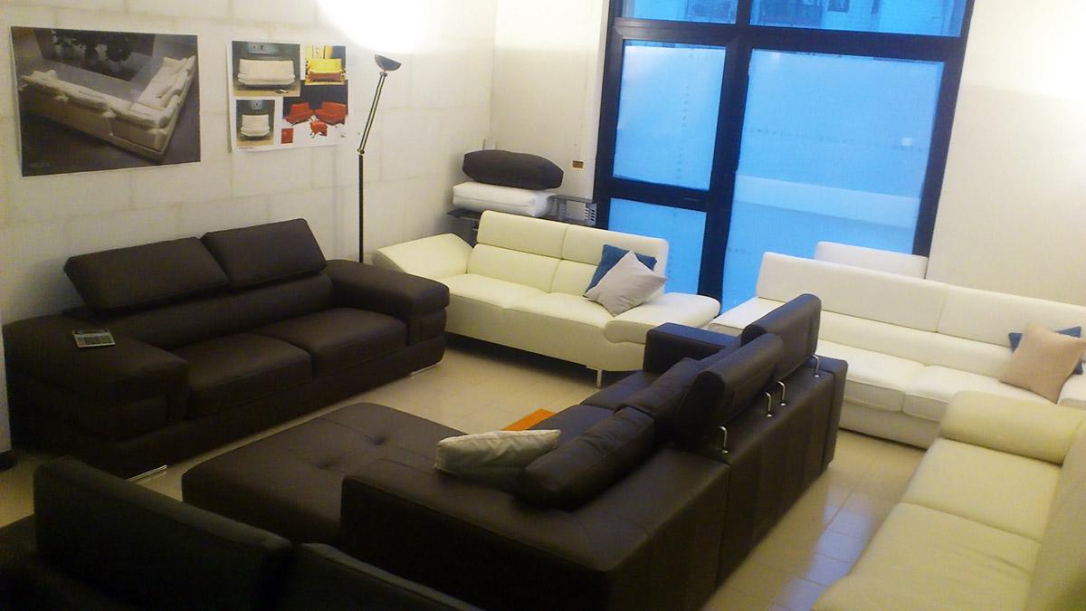 Salotti e divani in offerta nel altamura for Salotti moderni